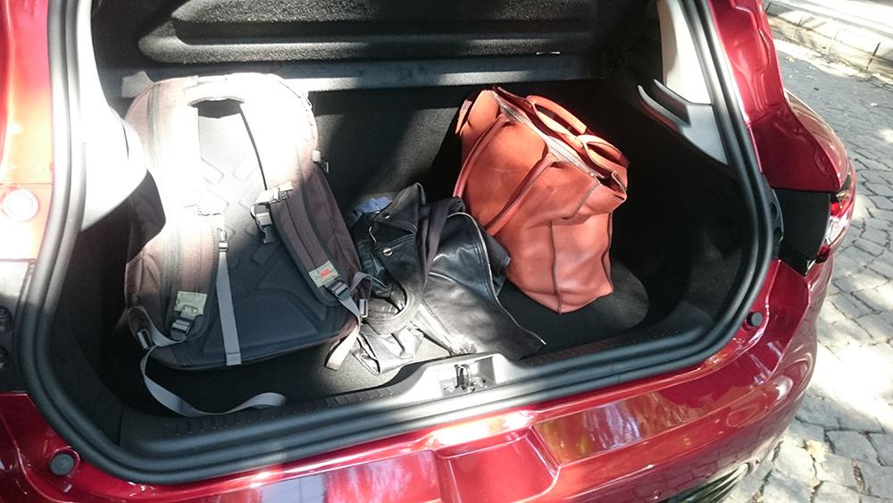 Ръчният ми багаж за уикенда се вмести в чантата ми Bogdanin Brothers и съм безкрайно доволна от минимализъма, който постигнах!